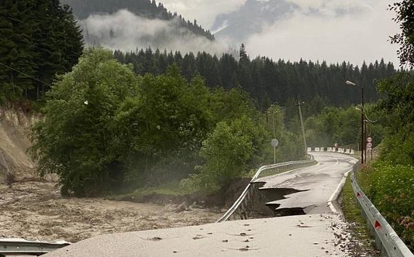 წყალდიდობამ რაჭაში 12 სოფელი გარესამყაროს მოწყვიტა
