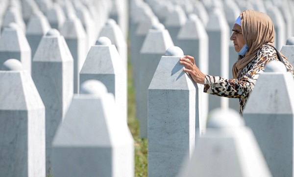 ბოსნია-ჰერცეგოვინაში სრებრენიცის ხოცვა-ჟლეტის 25-ე წლისთავი აღნიშნეს