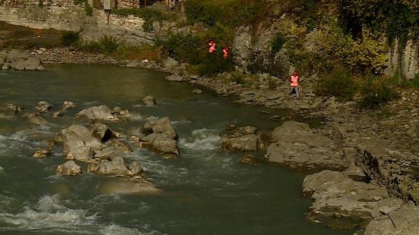 ფოთში მდინარე რიონში ახალგაზრდა გოგოს ეძებენ