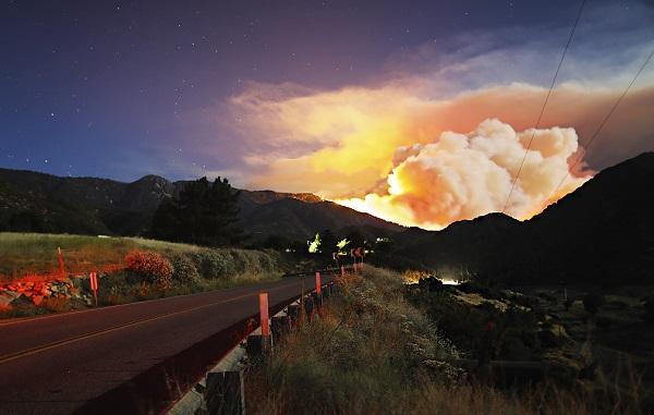 კალიფორნიაში ძლიერი ხანძარია | ფოტოები