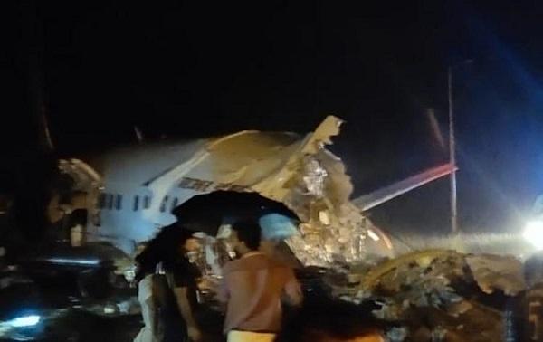 ავიაკატასტროფა ინდოეთში - სამგზავრო თვითმფრინავი ორად გაიხლიჩა