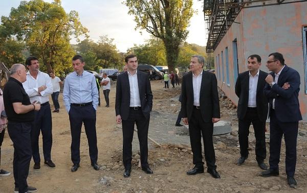 """""""ქართული ოცნების"""" ლიდერები ბათუმში, """"განათლებისა და მეცნიერების ქალაქის"""" მშენებლობის პროცესს გაეცნენ"""