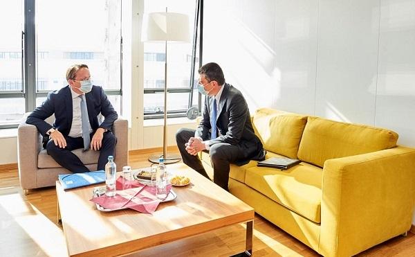 გახარიასთან ბრწყინვალე შეხვედრა გვქონდა ევროკავშირ-საქართველოს ორმხრივი ურთიერთობების განვითარების და აღმოსავლეთ პარტნიორობის მომავლის  შესახებ - ევროკომისარი ოლივერ ვარჰეი