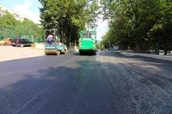 ზაჰესში, თავისუფლების  ქუჩის მონაკვეთზე ასფალტის საფარი იგება