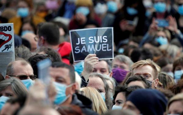 ფრანგ მასწავლებელს, რომელსაც თავი მოჰკვეთეს,  საფრანგეთის საპატიო ლეგიონის ორდენი მიენიჭება