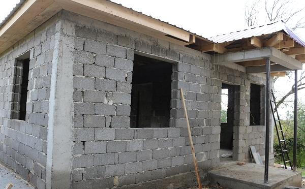 თერჯოლის მუნიციპალიტეტში სოციალურად შეჭირვებულ სამ ოჯახს სახლებს უშენებენ