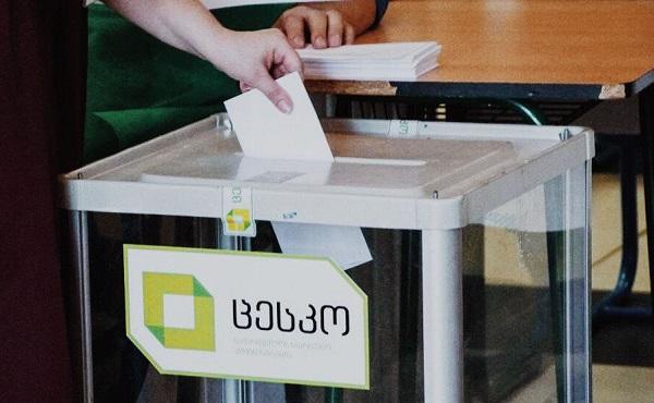 საქართველოს რამდენიმე საარჩევნო ოლქში, საპარლამენტოსთან ერთად საკრებულოს შუალედური და მერების რიგგარეშე არჩევნები ტარდება