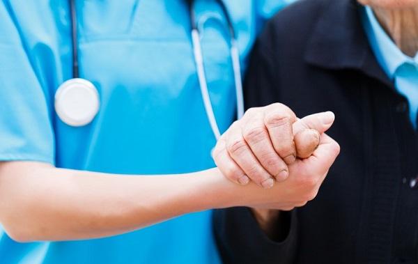მთავრობა საყოველთაო ჯანდაცვის დაფინანსებას ₾42 მლნ-ით ამცირებს - საერთაშორისო გამჭვირვალობა