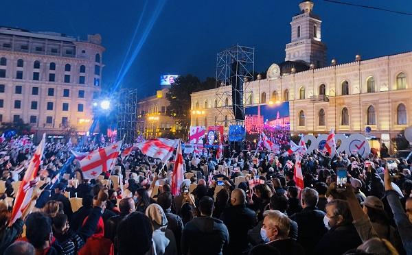 """თავისუფლების მოედანზე """"ნაციონალური მოძრაობა - ძალა ერთობაშიას"""" აქცია მიმდინარეობს"""