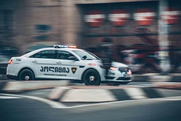 """პოლიციამ ბათუმში პარტია """"ნაციონალური მოძრაობის"""" ოფისის შენობის ფასადის დაზიანების ფაქტზე ერთი პირი ამხილა"""