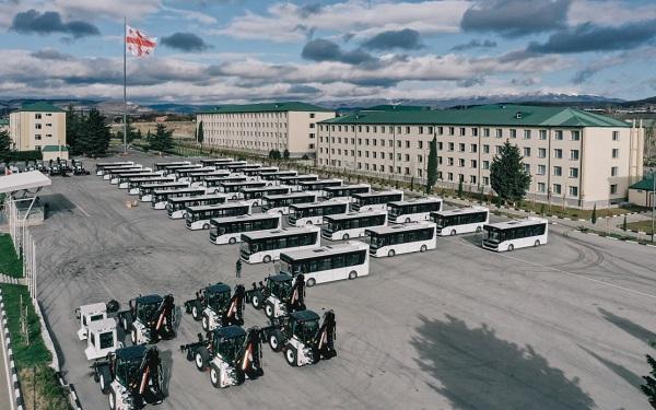 თურქეთმა საქართველოს 12 მრავალფუნქციური, დაჯავშნული ექსკავატორ-დამტვირთავი და 35 ავტობუსი გადასცა