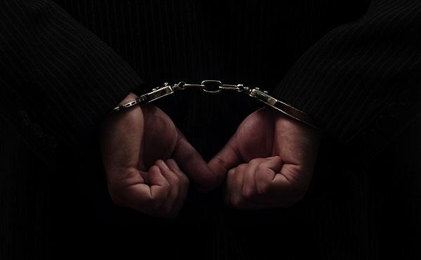 პოლიციამ თბილისში ჯგუფურად ჩადენილი ძარცვის ბრალდებით ორი პირი დააკავა