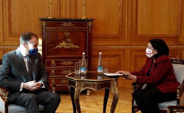 პრეზიდენტმა ტოივო კლაართან ვაქცინის მოწოდებისა და კოვიდსოლიდარობის საკითხზე ევროკავშირის მხარდაჭერის მნიშვნელობაზე ისაუბრა