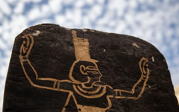ეგვიპტეში უძველესი სამარხი და სარკოფაგები აღმოაჩინეს