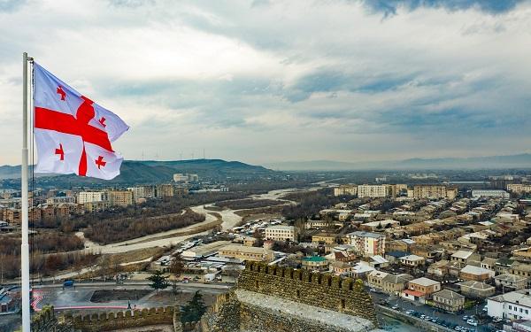 თბილისსა და რეგიონებში სახელმწიფო დროშის დღე აღინიშნა | ფოტოები