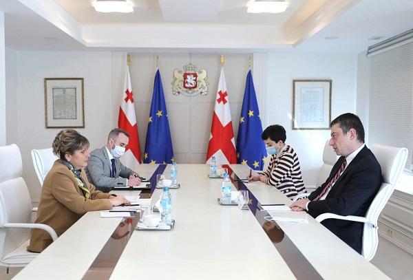 პრემიერ-მინისტრი ბულგარეთის ელჩს შეხვდა
