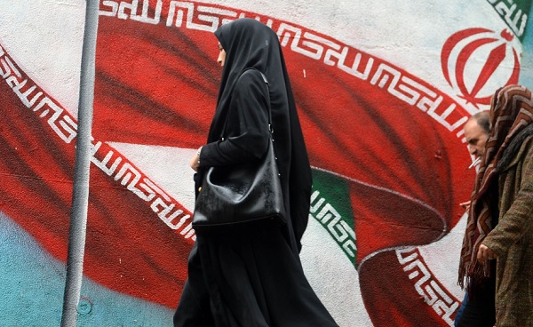ირანში სიკვდილმისჯილი ქალი, რომელიც სახრჩობელასთან მისვლამდე გარდაიცვალა, მაინც ჩამოახრჩვეს