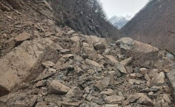 გუდამაყრის ხეობაში კლდე ჩამოიშალა და 22 სოფელი გარესამყაროს მოწყდა