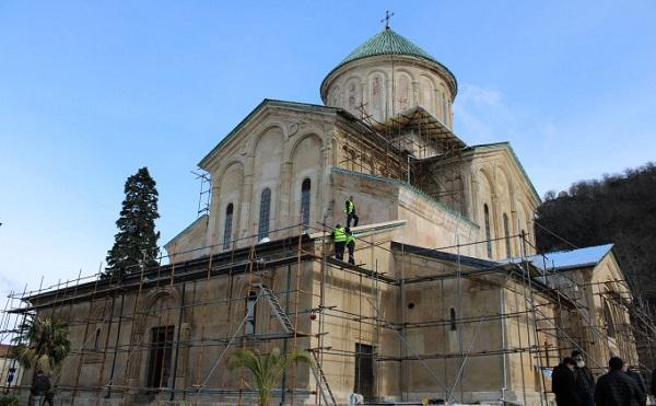 გელათის ძირითადი ტაძრის სახურავის დაახლოებით 800 კვ.მ. ფართობის გადახურვა სრულად მოსახსნელია - კულტურის სამინისტრო