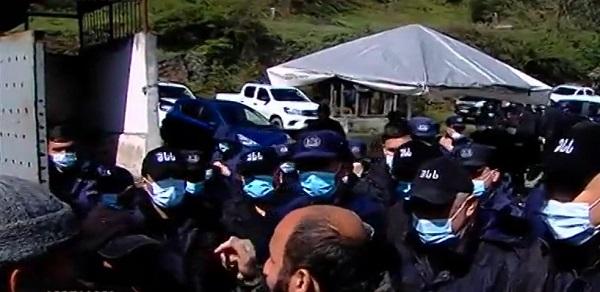 გუმათჰესთან პოლიციამ რკინის ბარიერები აღმართა