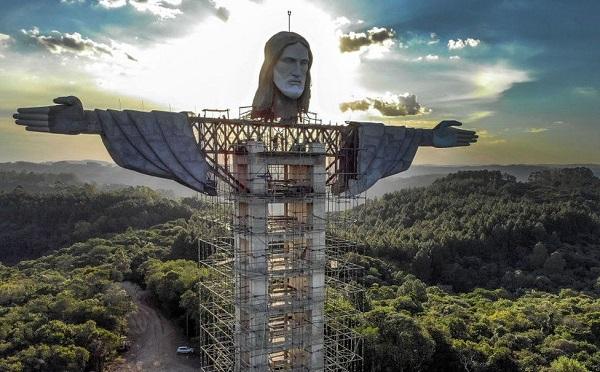 ბრაზილიაში ქრისტეს კიდევ ერთ ქანდაკებას დგამენ