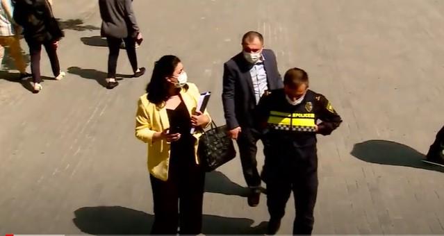 """საპატრულო პოლიციის თანამშრომლის - გელა კვაშილავას და ტელეკომპანია """"პირველს"""" შორის მიმდინარე დავაზე სასამართლოს მოსამზადებელი სხდომა გაიმართა"""