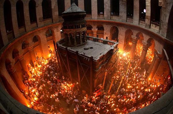 მაცხოვრის საფლავზე წმინდა ცეცხლის გარდამოსვლის რიტუალი შესრულდა