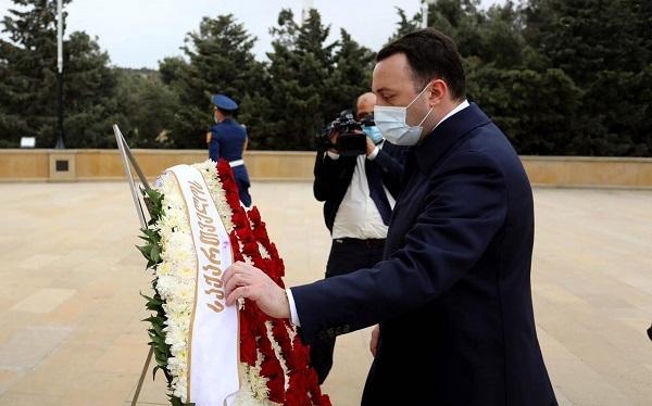 საქართველოს პრემიერ-მინისტრმა ჰეიდარ ალიევის საფლავი და მარადიული ცეცხლის მემორიალი გვირგვინით შეამკო