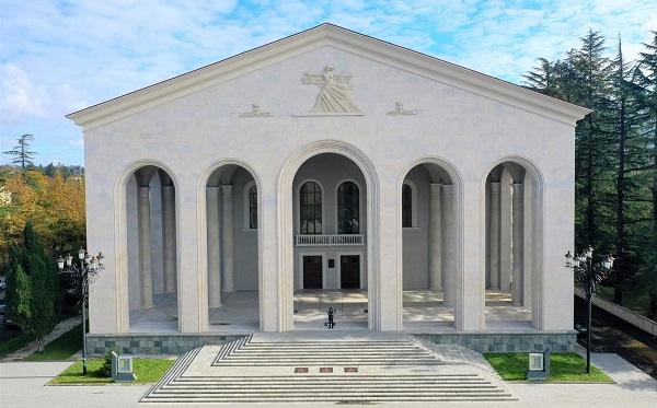 ოზურგეთის თეატრის რეაბილიტირებული შენობა პრემიერებით 14 მაისს გაიხსნება