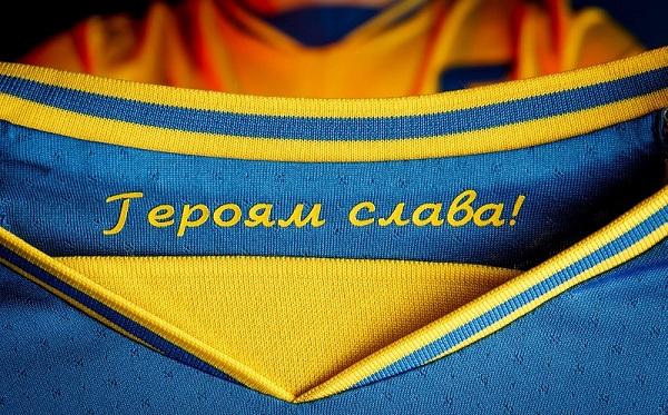 """UEFA-მ უკრაინის საფეხბურთო ნაკრებს ფორმიდან სლოგანის """"დიდება გმირებს!"""" ამოღება მოსთხოვა"""