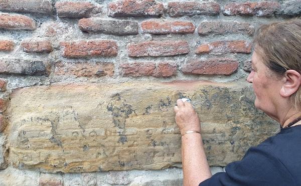 თბილისში უძველესი არაბული წარწერა დააზიანეს