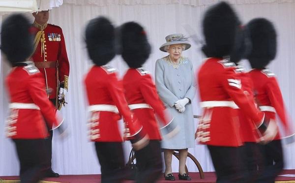 ბრიტანეთში დედოფლის დაბადების დღე მოკრძალებულად აღნიშნეს | ფოტოები