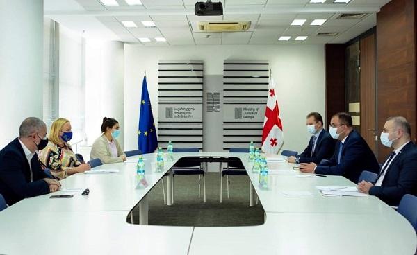 იუსტიციის მინისტრი რატი ბრეგაძე საქართველოში გაერო-ს განვითარების პროგრამის (UNDP) მუდმივი წარმომადგენლის მოვალეობის შემსრულებელ ანა ჩერნიშოვას შეხვდა