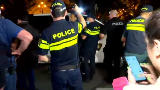 პარლამენტთან სპეცრაზმისა და ცენტრალური კრიმინალური პოლიციის მობილიზება მოხდა