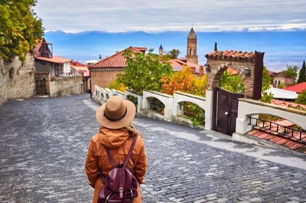 ივნისში საქართველომ პანდემიანდელ პერიოდთან შედარებით ტურისტული ნაკადების 20.2%-ი აღადგინა