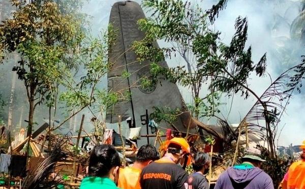 ფილიპინებზე სამხედრო თვითმფრინავი ჩამოვარდა - ბორტზე 85 ადამიანი იმყოფებოდა