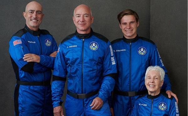 ჯეფ ბეზოსი თანმხლებ პირებთან ერთად კოსმოსში დღეს გაფრინდება