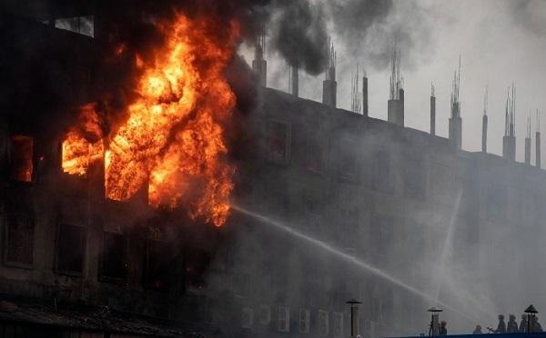 ბანგლადეშში ქარხანაში გაჩენილი ხანძრის შემდეგ, რომელმაც 52 ადამიანი იმსხვერპლა, ქარხნის ხელმძღვანელობა დააკავეს
