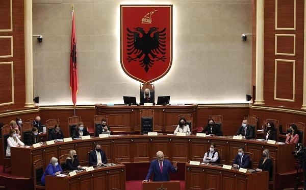 ალბანეთის ახალი მთავრობის 17 წევრიდან 12 ქალია