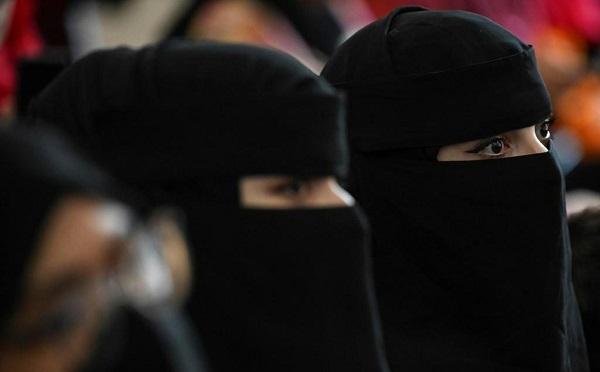 """""""თალიბანი"""" ქალებს, უნივერსიტეტებში ნიქაბის ტარებას ავალდებულებს"""