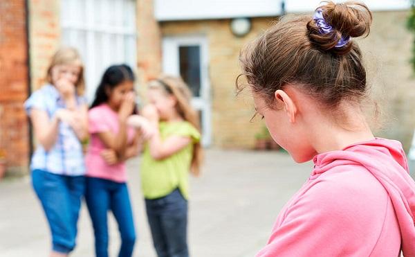 ბათუმში სკოლის მოსწავლეზე თანატოლებმა იძალადეს და ვიდეო სოციალურ ქსელში ატვირთეს