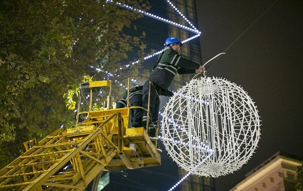 თბილისში ახალი საახალწლო ილუმინაციების მონტაჟი დაიწყო